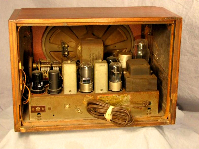Depression And War Era Vintage Radios At The Museum Of Yesterday